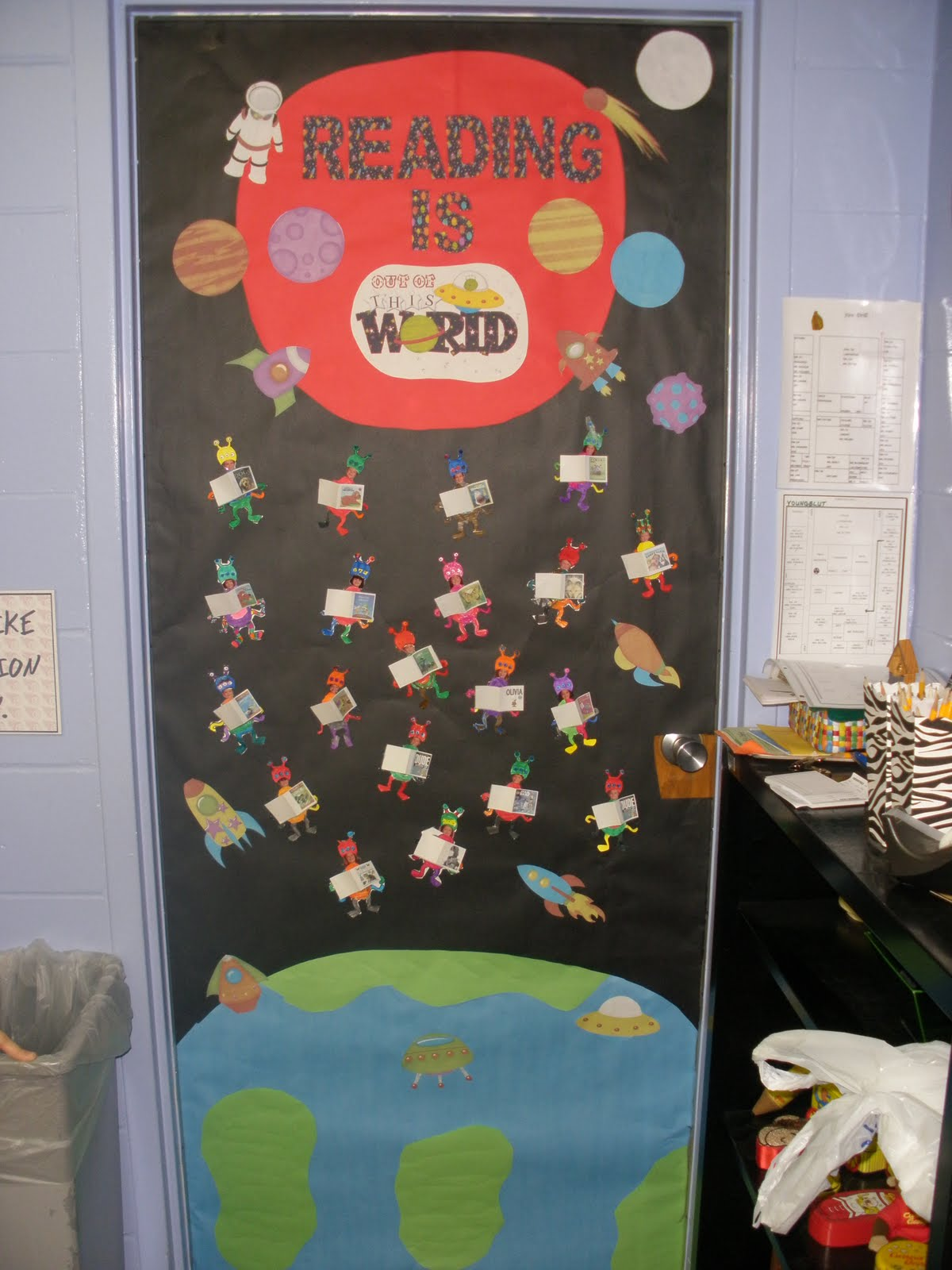 Second Grade Rocks!: Book Fair Door Decorating Contest