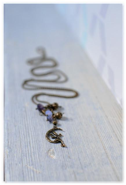 sautoir grappe perles indigo et bronze vieilli