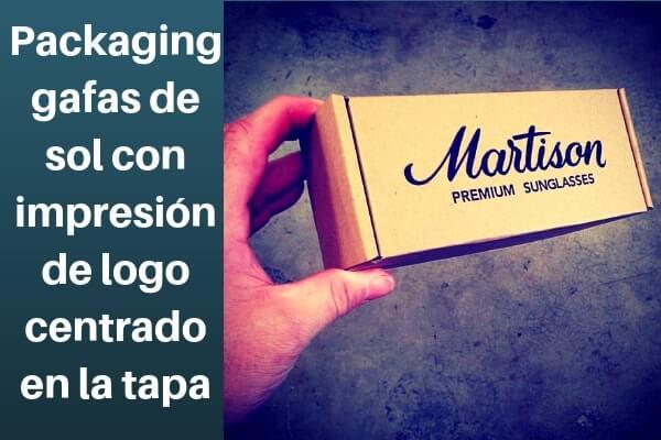 Packaging gafas de sol con logo centrado en la tapa