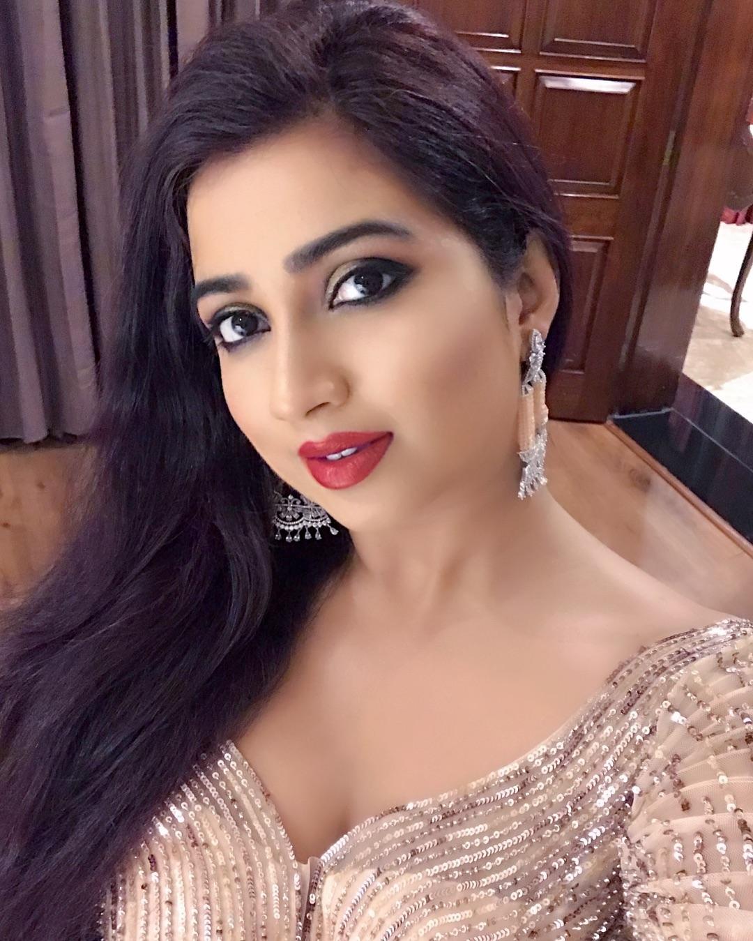 Shreya Ghoshal Hot Sexy Beautiful Photos ~ Bollywood