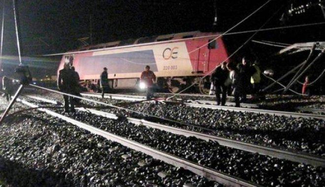 ΕΚΤΑΚΤΟ: Αμαξοστοιχία της ΤΡΑΙΝΟΣΕ στο δρομολόγιο Αθήνα-Θεσσαλονίκη με 285 επιβάτες προσέκρουσε σε βράχια και εκτροχιάστηκε