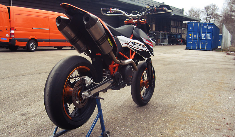 speedy bikes: ktm 690 smc 2011
