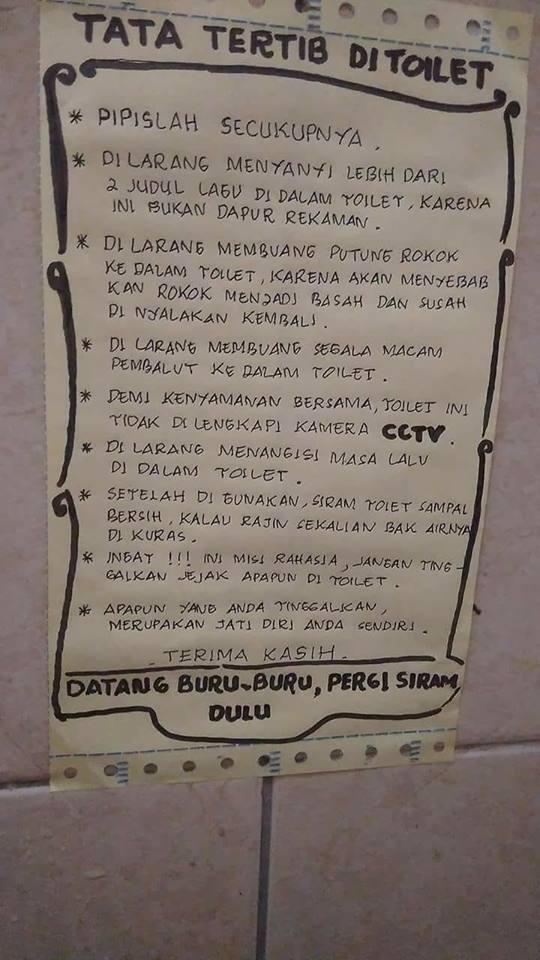 Entah Peraturan Itu Benar Menempel Dalam Toilet Umum Atau Tidak Nyatanya Foto Tersebut Berhasil Menghibur Netizen