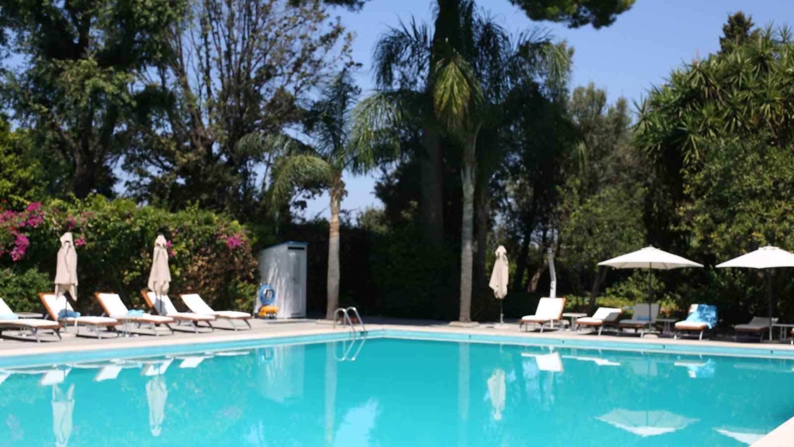 pool at grand hotel cocumella