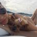 Kelly Key mostra bumbum empinado em foto com cachorrinha