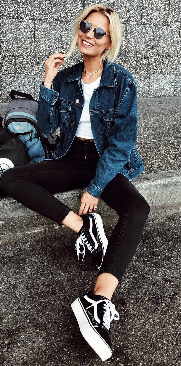 how to style a denim jacket : white tee + black skinnies + sneakers