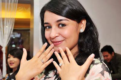 Shireen Sungkar artis cantik suara serak serak basah main di sinetron judul terpanjdang