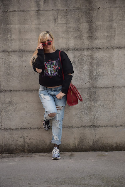 fishnet tights how to wear fishnet tights boyfriend jeans and fishnet tights december outfit winter casual outfit mariafelicia magno fashion blogger color block by felym fashion bloggers italy italian web influencer