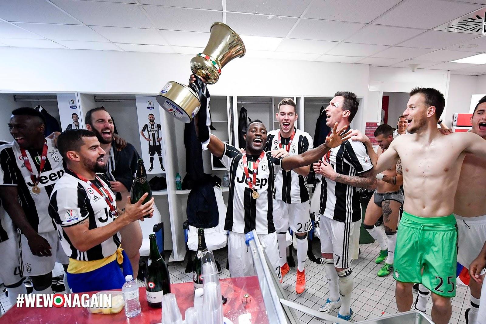 Gonzalo Higuain Amp Paulo Dybala Juventus The Locker Room Celebrations Argentinemen