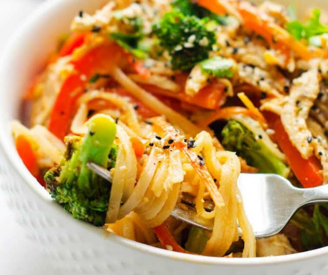 Spicy Noodle Bowl With Chicken And Veggies