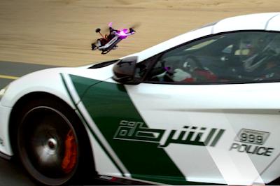 [Video] Siapa Yang Menang? Ini Dia Balapan Drone Vs Mobil Sport Polisi