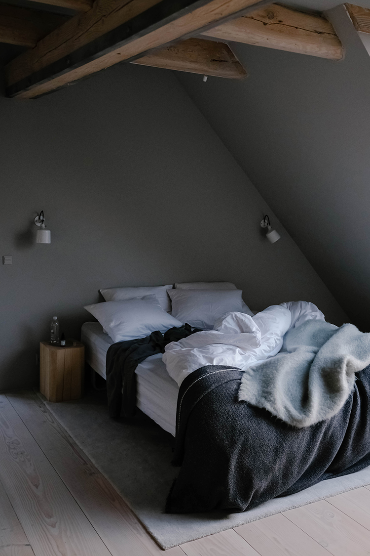 Bedroom with dark colored wall | Our Food Stories