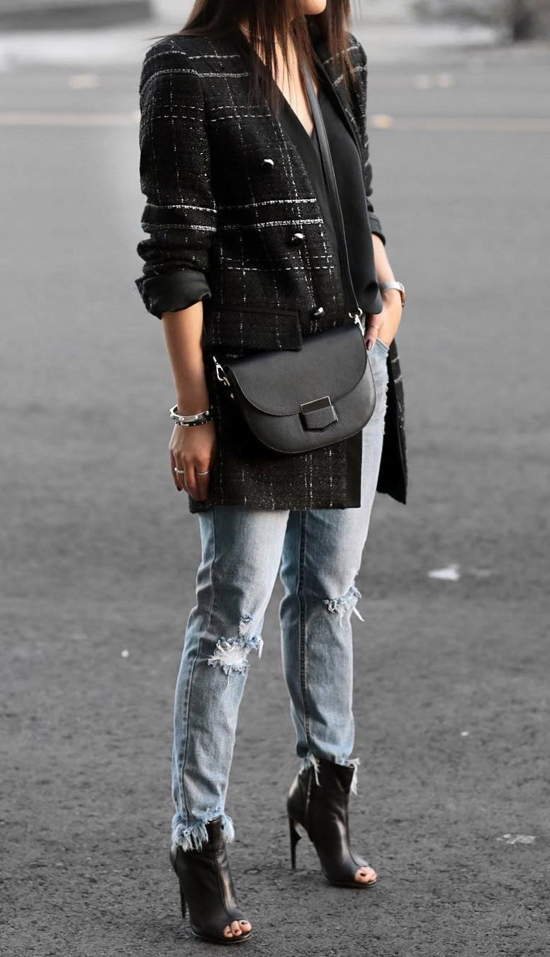 what to wear with a crossbody bag / open toe boots + tweed blazer + boyfriend jeans + black v-neck top
