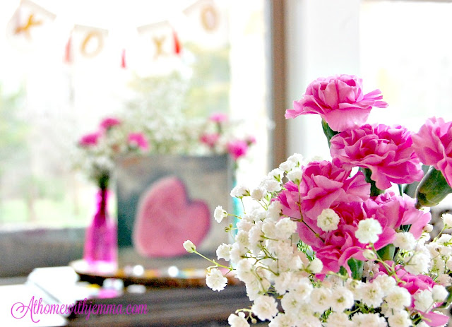 Flowers-ideas-decorating-pink-vases-tablesetting-jemma
