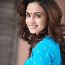 Amruta Khanvilkar Biography Age Height, Profile, Family, Husband, Son, Daughter, Father, Mother, Children, Biodata, Marriage Photos.