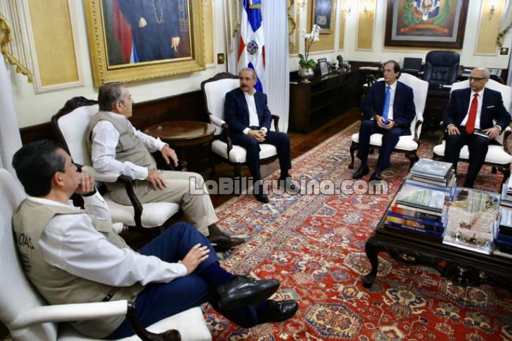 Danilo se reúne con observadores de la OEA