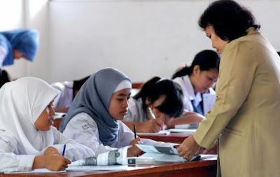 Bantuan Dana dan Beasiswa Guru SMA