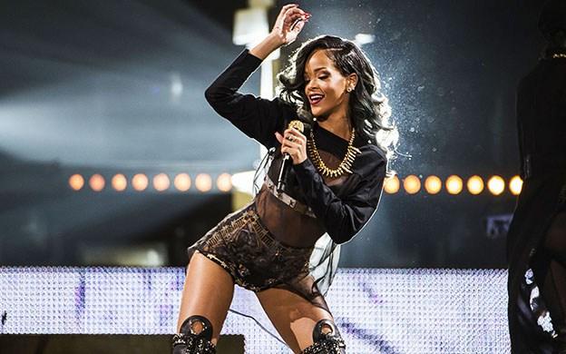 Rihanna cancela dos conciertos en Inglaterra.