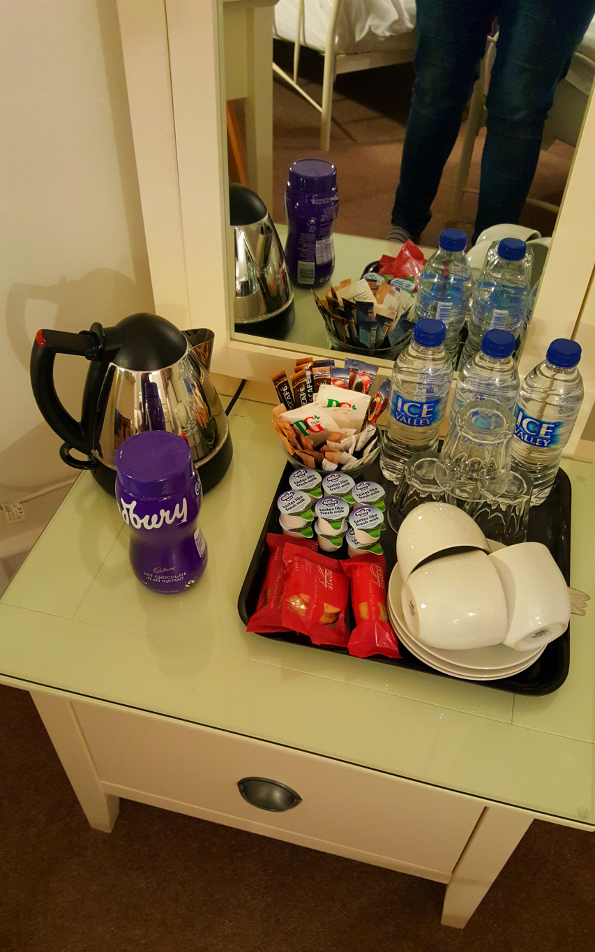 Tea coffee and hot chocolate facilities in the room at Highlands of Highworth