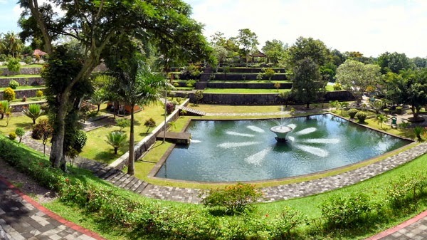 Wisata Taman Air Narmada Lombok