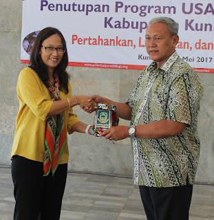 Bupati Acep Purnama sampaikan penghargaan Pemerintah Kabupaten Kuningan kepada USAID atas pelaksanaan program USAID PRIORITAS di Kuningan (25/5)