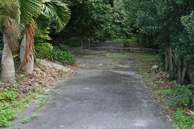 稲嶺農村公園向かいにある拝所の写真