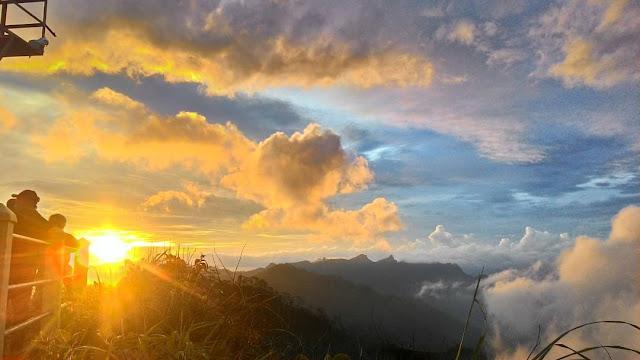 foto sunset indah di puncak suroloyo