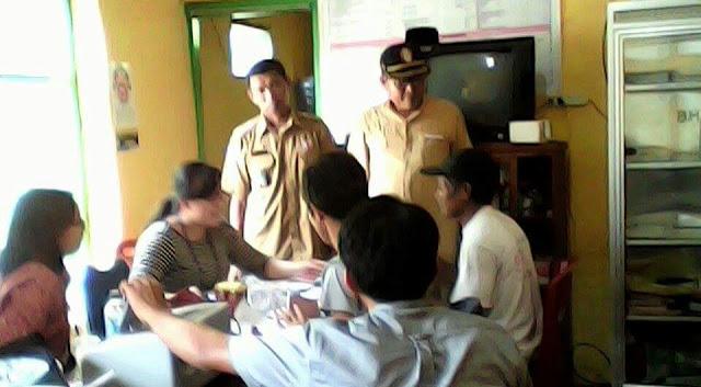PLN Verifikasi Berkas Penerima Kompensasi di Desa Bottobenteng