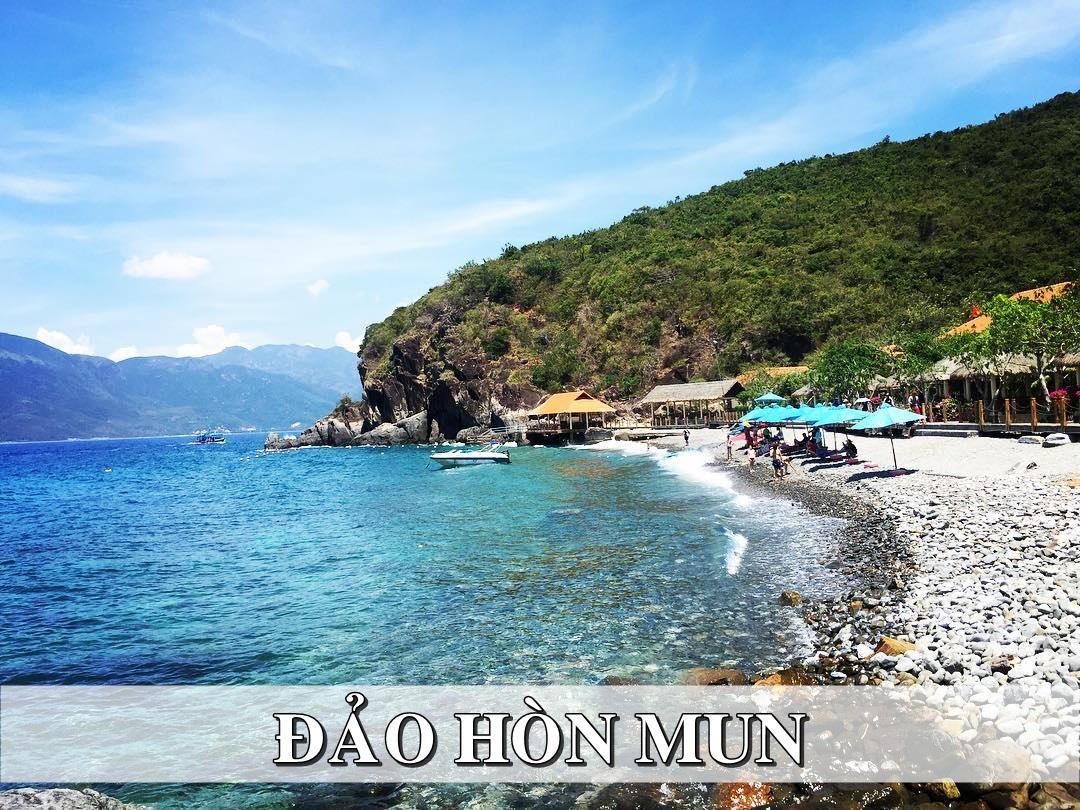 bãi biển trên đảo Hòn Mun