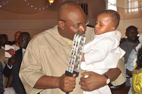 2i - Bayelsa Governor, Seriake Dickson and wife, Rachael dedicate their quadruplets in Church (photos)