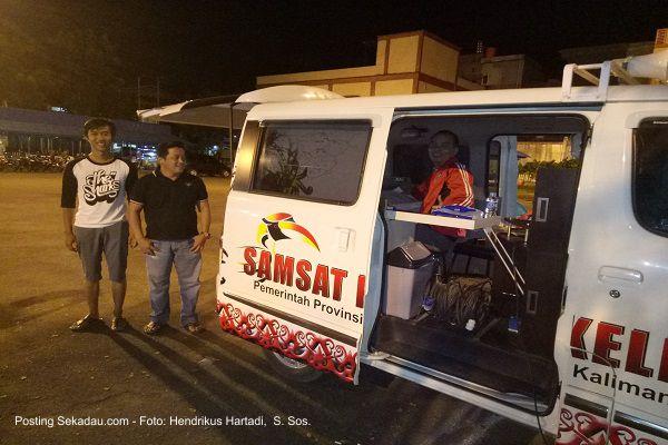 SEKADAU, Samsat - Tingkatkan Pelayan Untuk Warga Wajib Pajak Kendaraan, Manfaatkan Pasar Kuliner, Samsat Buka Konter Malam Di Terminal Lawang Kuari
