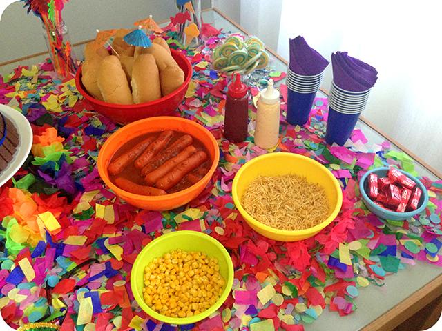 Decoração : Festa Carnaval - Mesa / Cachorro Quente