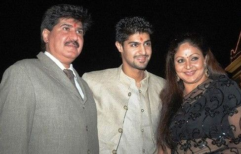Tanuj Virwani Family Wife Son Daughter Father Mother