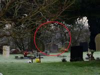 Hantu Penunggang Kuda Terangkap Kamera di Makam Tua