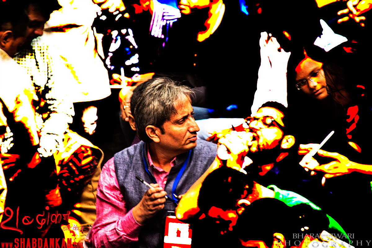 ravish kumar with students photo: bharat tiwari