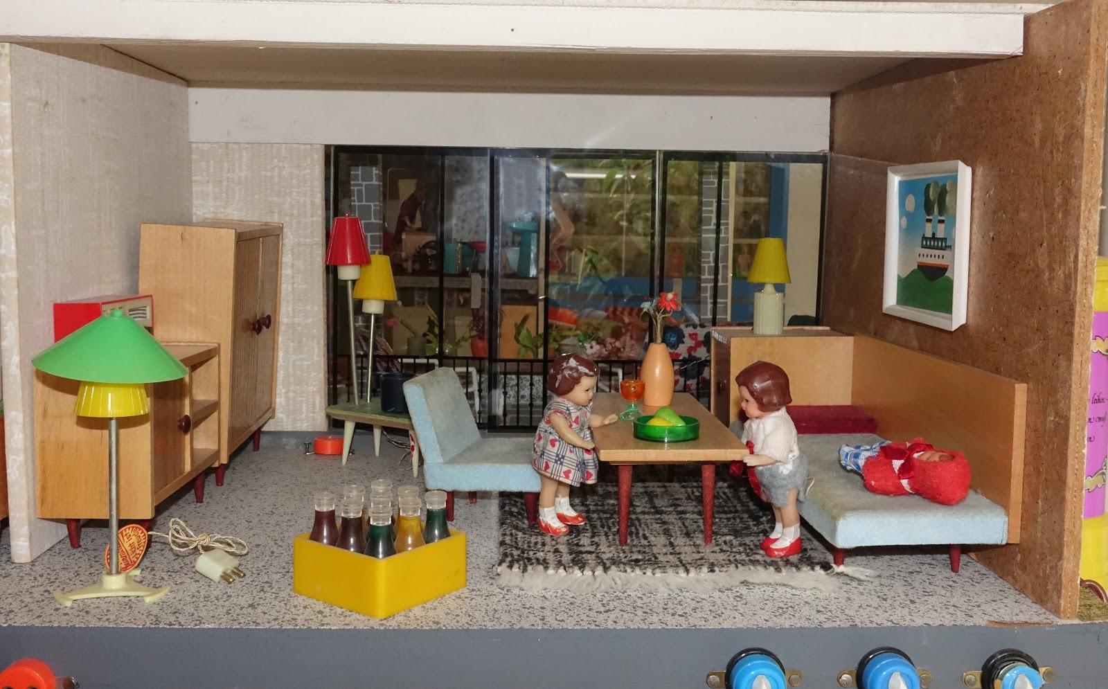 Diepuppenstubensammlerin 1960er wohnzimmer ems 1960s for Wohnzimmer 1960