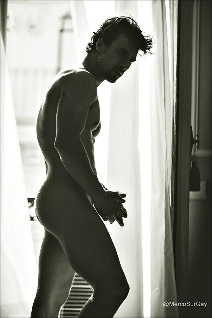 Christian Sánchez desnudo para revista Shangay magazine. Naked