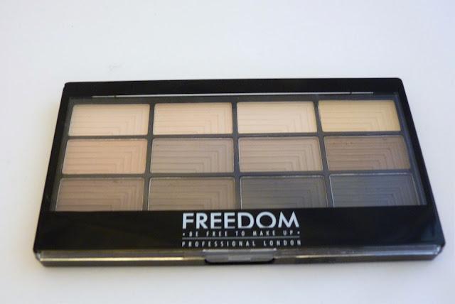 Kosmetyczne ciekawostki - Paleta cieni Freedom PRO 12 audacious mattes