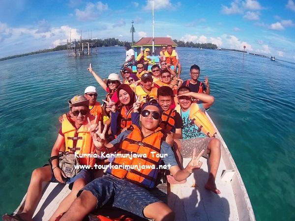 foto wisatawan karimunjawa diatas kapal