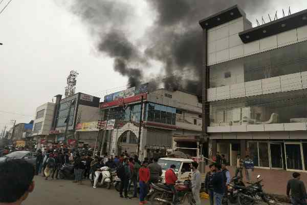 faridabad-nit-5-honda-showroom-fire-news