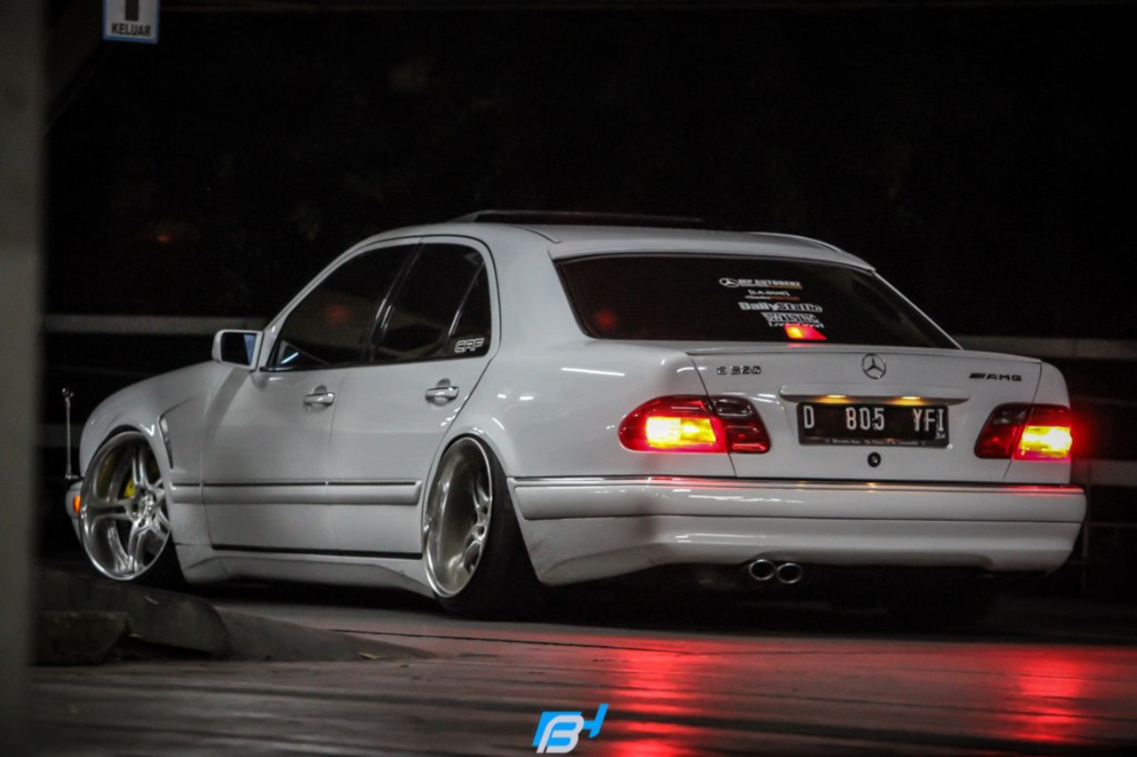 Mercedes benz w210 e320 stance benztuning for Pictures of a mercedes benz