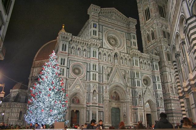 Árvore de Natal na Piazza del Duomo em Florença
