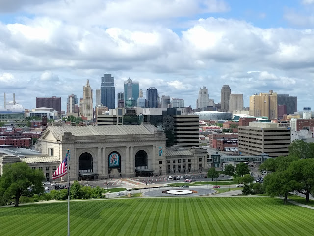 Kansas City Skyline, Liberty Memorial