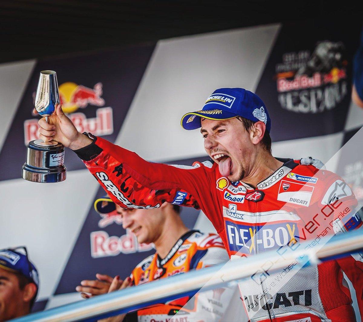 Lorenzo saat naik podium tiga di Jerez