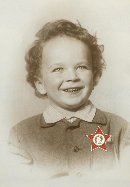 Значок октябрёнка времён СССР  Пеха из Мозолово которого все девочки СССР носили на груди