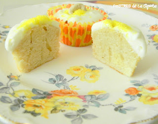 Cashew White Chocolate Cupcakes (Quequitos de Maranon)