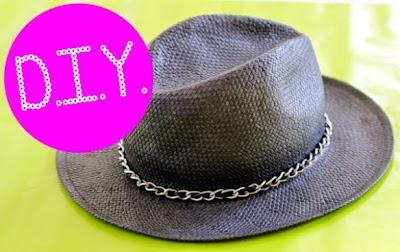 Sombrero clasico adornado con cadena y cinta
