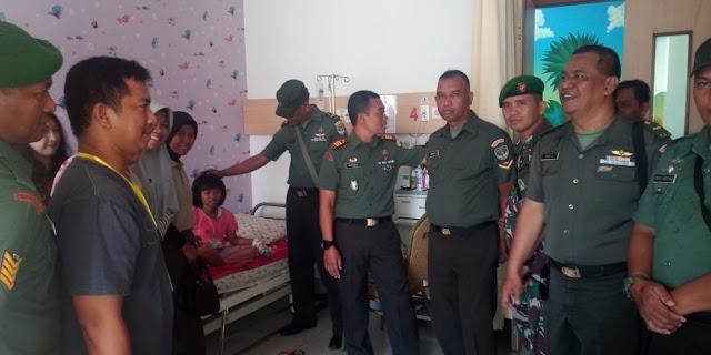 Danramil 03/Sukmajaya Besuk Anak Anggota Di Rumah Sakit