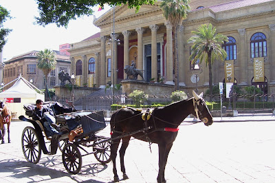 http://www.lonelyplanet.com/italy/sicily/palermo/introduction