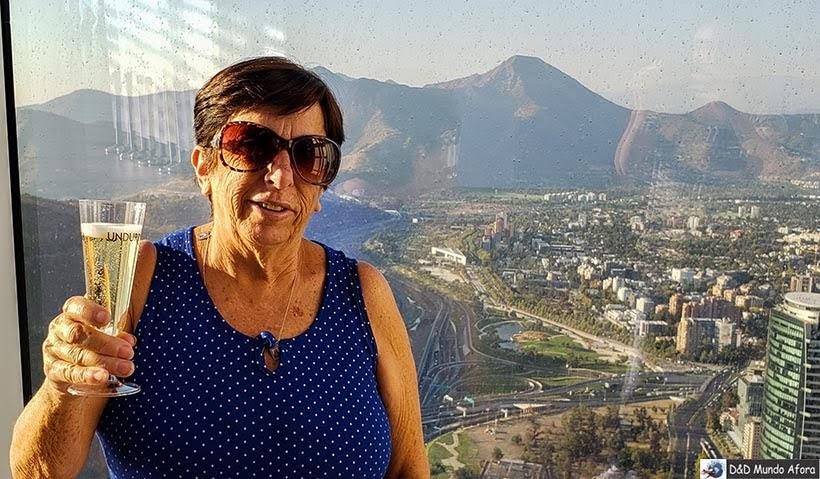 Pagando de rica no alto do Sky Costanera  - o que fazer em Santiago